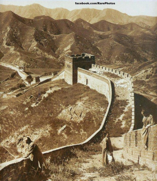 PHOTOGRAPH OF THE GREAT WALL OF CHINA IN 1907